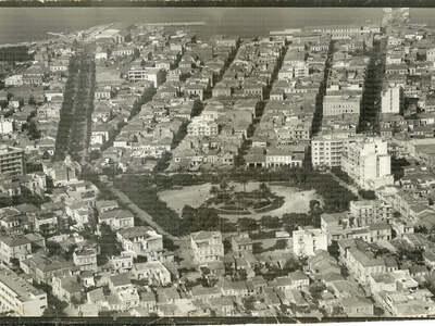 Σπάνια αεροφωτογραφία της Πάτρας από τη ...