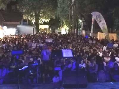 Γέμισε από κόσμο το βράδυ της Κυριακής το street food festival