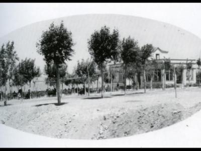 Πάρκο Αγίου Ανδρέα, εκεί όπου ήταν το καφενείο τού Βουρνά, γίνονταν προβολες βωβού κινηματογράφου τις δεκαετίες τού 1920 και 1930