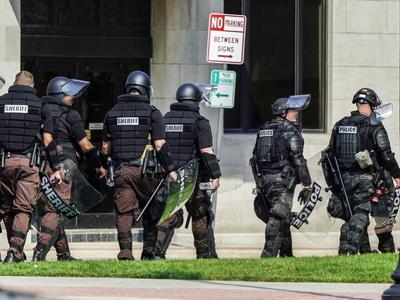 ΗΠΑ: Νεκρός αστυνομικός σε πυροβολισμούς...