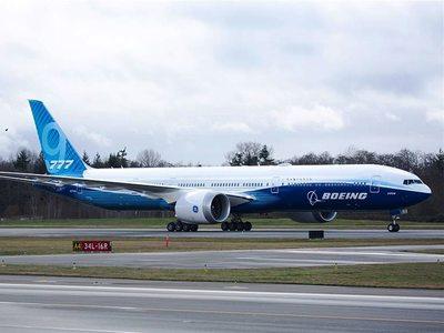 Ο «γίγας» των αιθέρων Boeing 777Χ ξεκίνησε την παρθενική του πτήση