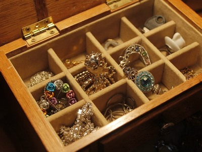 Έβαλε τα κοσμήματα στη σακούλα και τα άφησε έξω από το σπίτι - Νέα απάτη στην Πάτρα με δήθεν τροχαίο