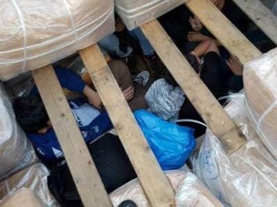 Πάτρα: Μετέφεραν οκτώ μετανάστες στοιβαγμένους σε ειδική κρύπτη φορτηγού