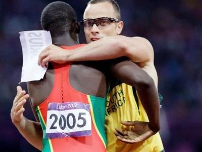 Το μεγαλείο του Πιστόριους! Έγινε ο πρώτος αθλητής με διπλό ακρωτηριασμό που αγωνίστηκε σε Ολυμπιακούς Αγώνες