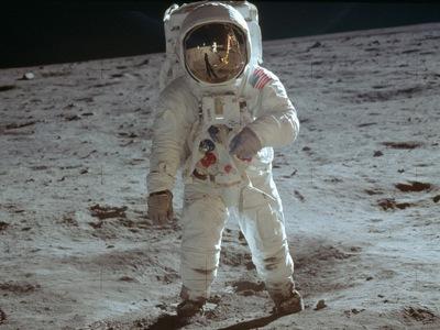 50 χρόνια από το πρώτο βήμα στη σελήνη -...
