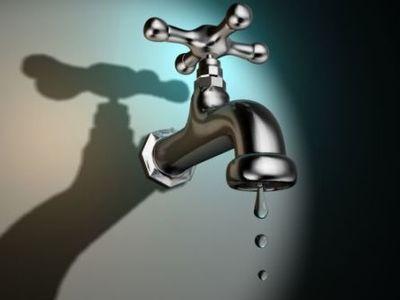 Αγανακτισμένοι εκατοντάδες Πατρινοί που έμειναν χωρίς νερό- Το πρωί πάλι η προσπάθεια αποκατάστασης