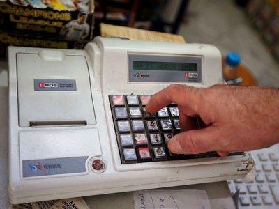 Η Εφορία ανακοίνωσε ποιες ταμειακές μηχανές πρέπει να αποσυρθούν μέχρι τις 31 Μαΐου