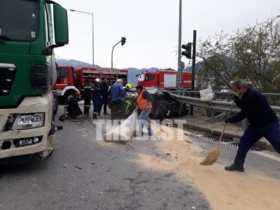Πάτρα: Σοβαρό τροχαίο με τραυματία στην οδό Ακρωτηρίου - ΦΩΤΟ