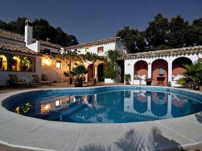 Πόσο πάει στην Πάτρα το Airbnb; Πρωταθλήτρια σε πισίνες η Ναύπακτος!