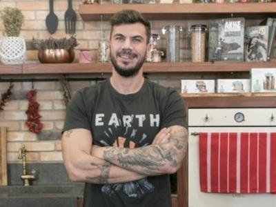 Ο διάσημος τηλεοπτικός σεφ Άκης Πετρετζίκης παέι τον Ιούλιο στο Ληξούρι
