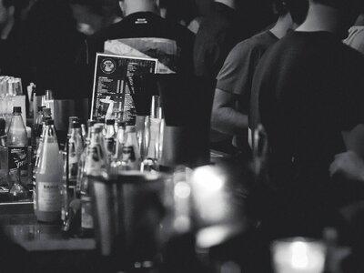 Πάτρα: Δεν έφευγαν από το μπαρ και συνελ...