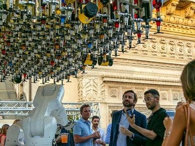 Ποτό από ρομπότ-μπαρίστα και θέα το περίφημο Ντουόμο του Μιλάνου