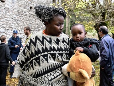 Καρέ – καρέ η άφιξη των μεταναστών στη Μονή Πορεστού Αχαΐας