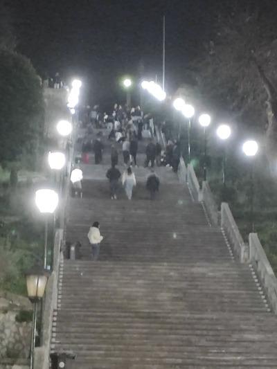 Ώρα 21.00 Στα σκαλιά