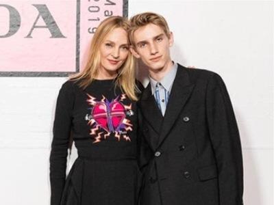 Ο γιος της Ούμα Θέρμαν είναι ξανθός, ψηλός με μπλε μάτια και της μοιάζει...πολύ! ΦΩΤΟ