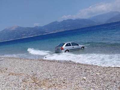 Αυτοκίνητο έκανε βουτιά στην παραλία του Δρεπάνου!