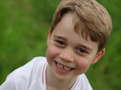Ο πρίγκιπας Τζορτζ έχει γενέθλια και το γιορτάζει με τη φανέλα της Εθνικής Αγγλίας