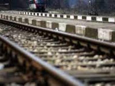 Βόλος: Ξάπλωσε στις γραμμές του τρένου κ...
