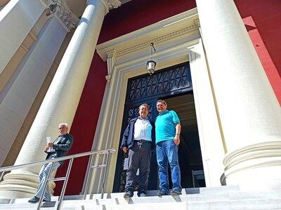 Στα δικαστήρια ο Κώστας Πελετίδης για τους συμβασιούχους στα νεκροταφεία και τη ΔΕΥΑΠ