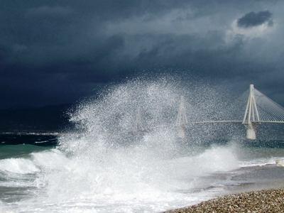 'Εξι μέτρα κύμα στο νότιο Ιόνιο - Βροχές, καταιγίδες και θυελλώδεις άνεμοι