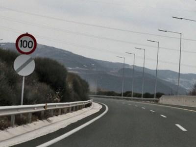 """O KOK θυμίζει στους """"γκαζιάρηδες"""" οδηγούς τα όρια ταχύτητας σε κάθε δρόμο"""