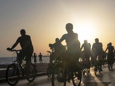 Πιάστηκαν στα χέρια ποδηλάτες και δικυκλιστές στην Πλαζ
