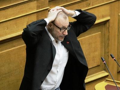 Ο Κλέων Γρηγοριάδης σήκωσε τα χέρια ψηλά και φώναξε: «Παραδίνομαι» - ΒΙΝΤΕΟ