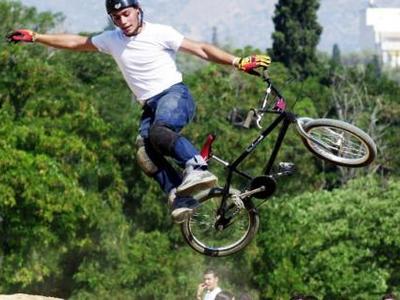 Αίγιο: Αγώνας δεξιοτεχνίας ποδηλάτου με τις... ευλογίες της Μητρόπολης