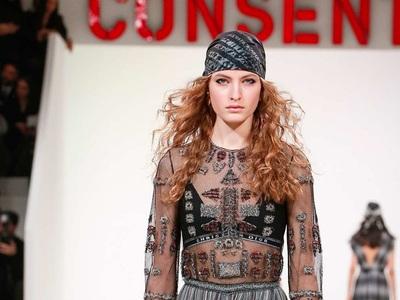 Dior 8 τρόποι για να αξιοποιήσετε στο έπακρο το μαντήλι σας σε ρούχα και μαλλιά! igynaika.gr