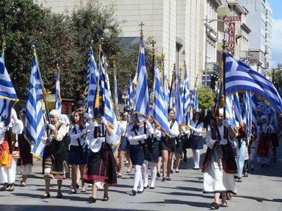 Όσα πρέπει να γνωρίζετε για την αυριανή επέτειο στην Πάτρα: Η παρέλαση, ο καιρός, ο φόβος των επεισοδίων και ο αμερικανός πρέσβης