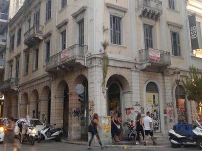 Ένα κτίριο στην καρδιά της Πάτρας με πλούσια εμπορική και ιστορική διαδρομή