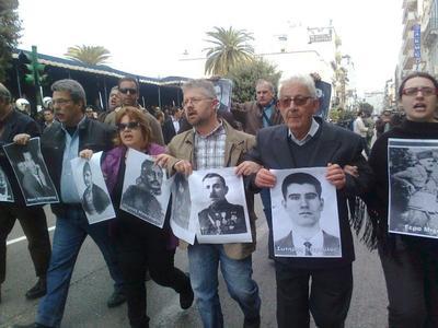 Πάτρα: Παρέλαση πολιτών με φωτογραφίες ηρώων και αγωνιστών - Δείτε στιγμιότυπα