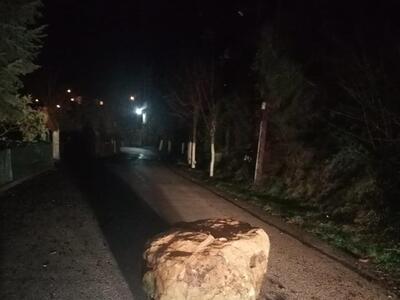 Καλάβρυτα: Μεγάλος βράχος έπεσε μέσα στο Σοποτό
