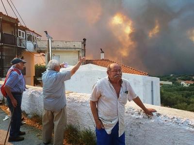 Ώρες αγωνίας στη Ζάκυνθο- Κάηκαν δύο σπίτια, εκκενώθηκαν χωριά