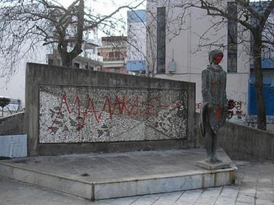 Αμαλιάδα: Βανδαλισμοί στην πλατεία Μπελογιάννη