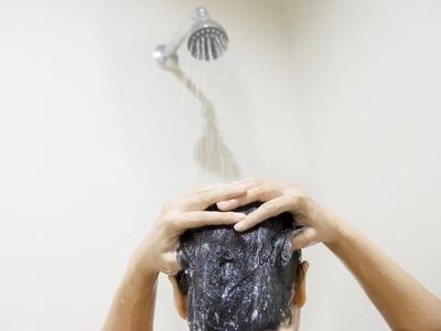 Πώς το καθημερινό μπάνιο κυρίως για τους ηλικιωμένους μπορεί να αποβεί ... βλαβερό για την υγεία;