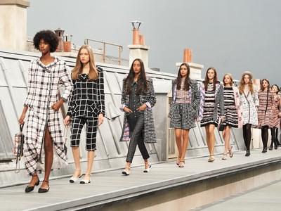 Kαι η Chanel διακόπτει προσωρινά την παραγωγή και ακυρώνει επίδειξη στο Κάπρι