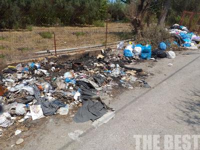 Παράγινε το κακό με τα σκουπίδια στην Αιγιάλεια - Φωτιές σε βουνά σκουπιδιών