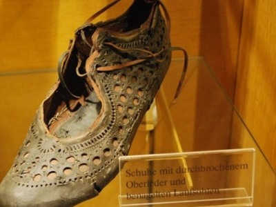 Το απόλυτα ...μοδάτο γυναικείο παπούτσι από την αρχαία Ρώμη