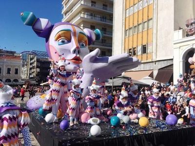 Πατρινό Καρναβάλι 2019: Ιλιγγιώδες κέφι από 40.000 καρναβαλιστές - ΔΕΙΤΕ ΦΩΤΟ
