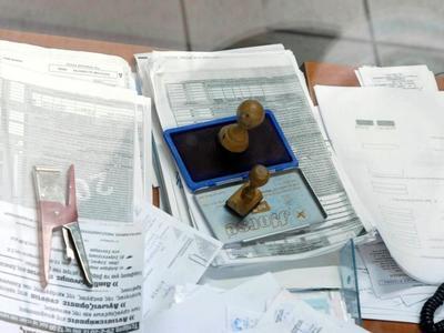 Πόσο θα μειωθούν μισθοί και συντάξεις με βάση τις νέες φορολογικές κλίμακες