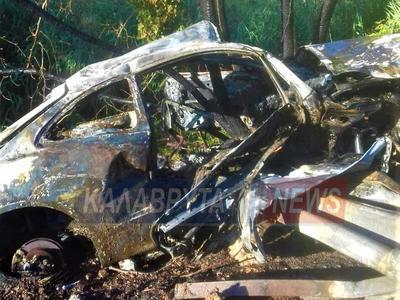 25χρονος Καλαβρυτινός σώθηκε από θαύμα-Έπεσε στις μπάρες που διαπέρασαν το ΙΧ κι ακολούθησε έκρηξη και φωτιά!