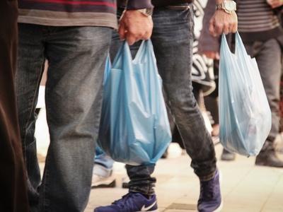 Ακριβαίνουν οι πλαστικές σακούλες – Δωρε...