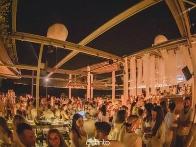 Το 3ο White Tales Party απόψε στο Distinto στο Ρίο!