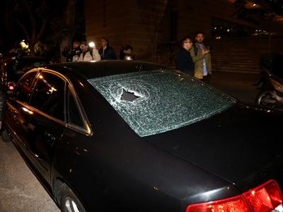 Επίθεση 20 ατόμων σε εκδήλωση του Κώστα Μπακογιάννη