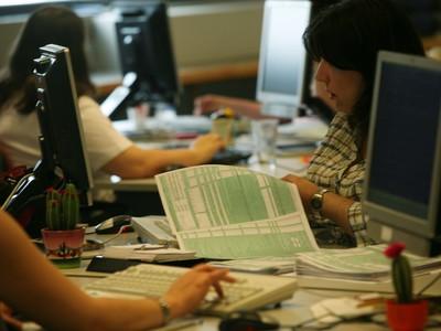 Φορολογικές δηλώσεις: Τι να κάνετε εάν σας στείλει μήνυμα η Εφορία