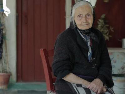 """""""Μάνα μου καπνοφύτισσα"""": Η γλυκιά γιαγιά από το Παναιτώλιο θα """"ταξιδέψει"""" στη Μασσαλία"""