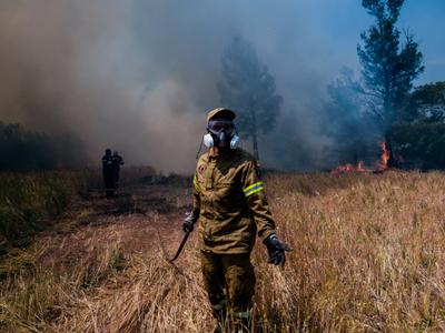 Φωτιά-Ηλεία: Στο Κέντρο Υγείας δύο πυροσ...
