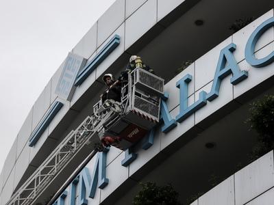 Φωτιά σε ξενοδοχείο στη Συγγρού -  Άνθρωποι στα μπαλκόνια ζητούσαν βοήθεια