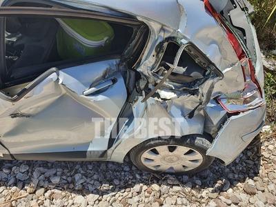 Πάτρα: Αυτοκίνητο έπεσε πάνω στον Προαστιακό- Το έσυρε 30 μέτρα - Δείτε πώς έγινε το όχημα- ΦΩΤΟ